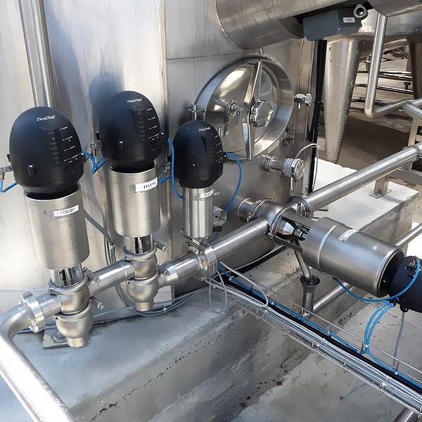 Tank outlet mix-proof system valves