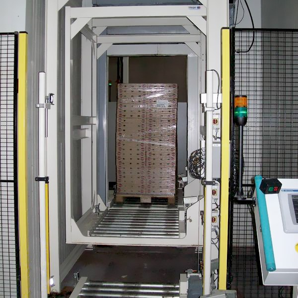 Fast cooling tunnel of packed products